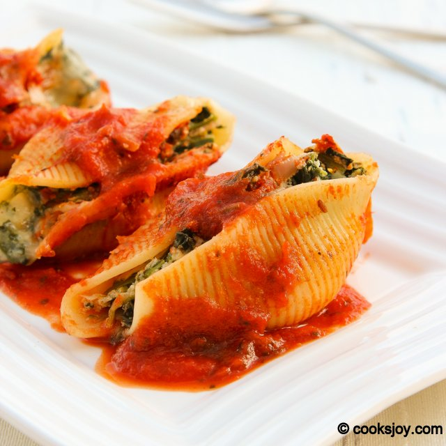 Spinach and Ricotta Stuffed Shells | Cooks Joy