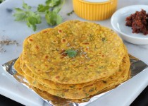 Masala Thepla (Indian Flat Bread)