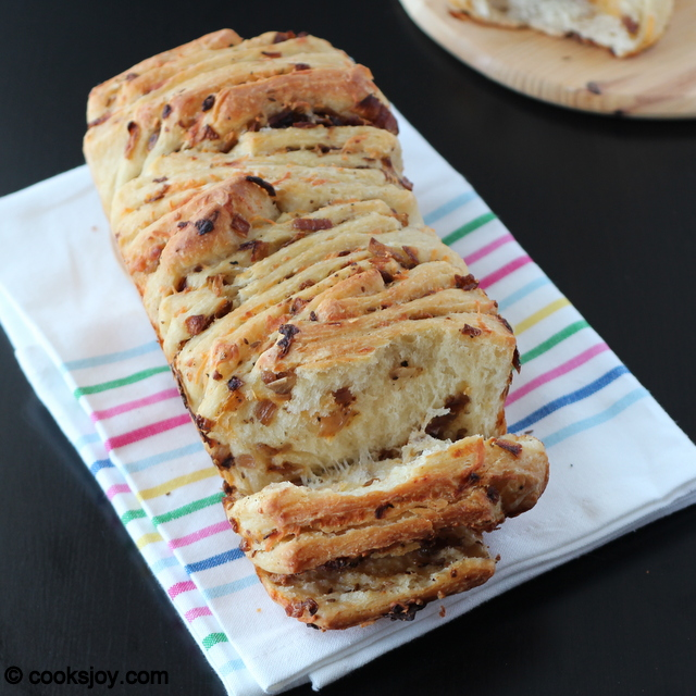 Onion-Cheese Pull Apart Bread | Cooks Joy