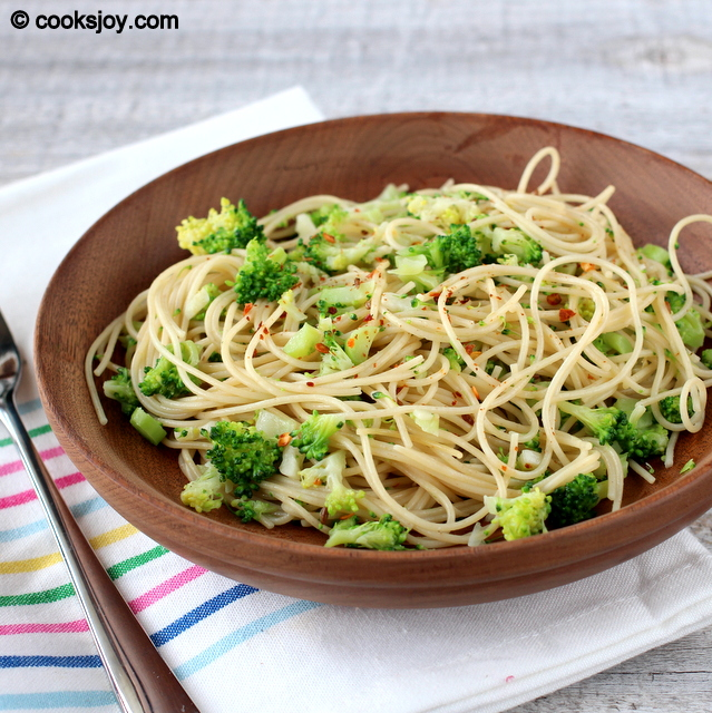 Pasta with Broccoli and Garlic | Cooks Joy