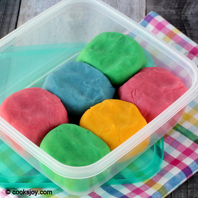 Homemade Play Dough (Play Doh) | Cooks Joy