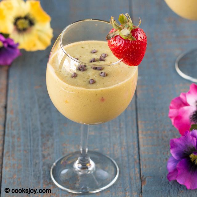 Mango Strawberry Spinach Smoothie | Cooks Joy