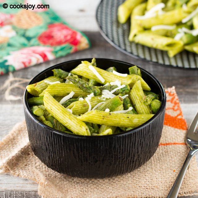 Pasta with Asparagus and Tomatillo Sauce | Cooks Joy