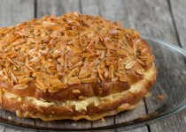 Bienenstich Kuchen (German Bee Sting Cake)