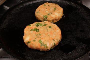 how to make aloo tikki burger