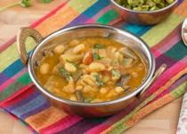 Mochakottai Eggplant Kuzhambu (Dry Beans Brinjal Gravy)